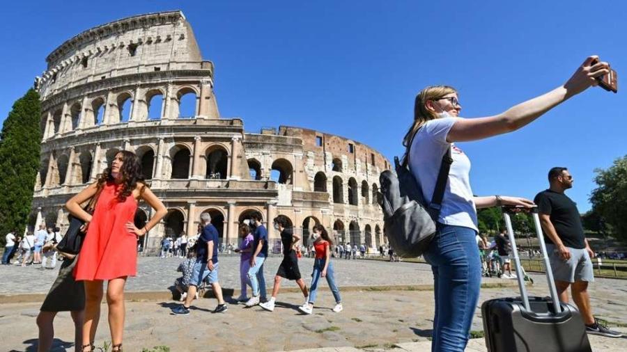 Cubrebocas dejará de ser obligatorio en Italia