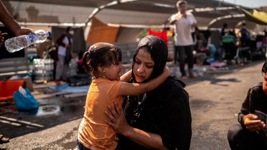 Detienen a migrantes por el incendio del campo de refugiados en Grecia