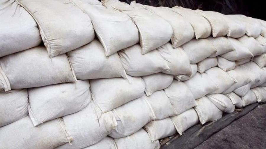 """Ciudades ofrecen sacos de arena ante la llegada del huracán """"Hanna"""""""