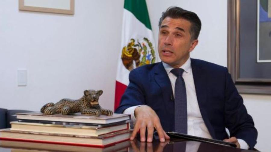 """Acusa a Sergio Mayer de pedir """"moches"""""""