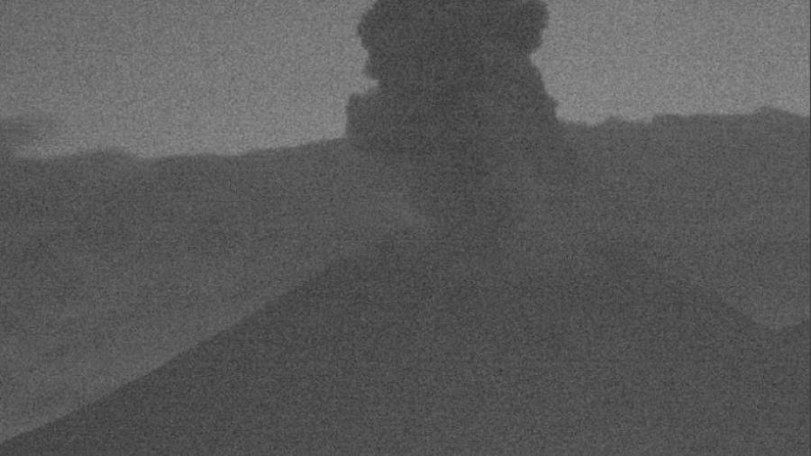 Popocatépetl lanza fumarola incandescente