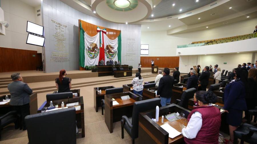 Presentan iniciativa para que próxima legislatura no pueda retomar desafuero del gobernador