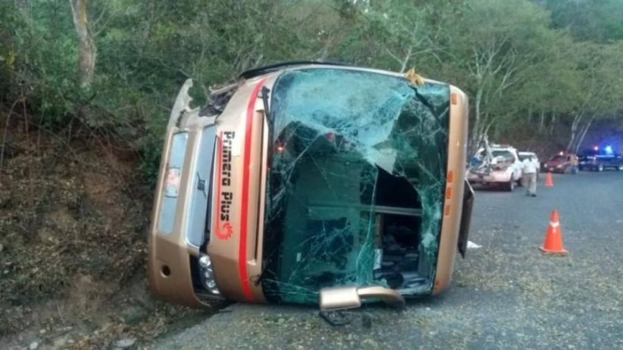 14 lesionados tras volcadura de camión en Jalisco