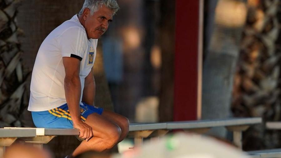 Dan de alta al 'Tuca' Ferretti tras accidente automovilístico