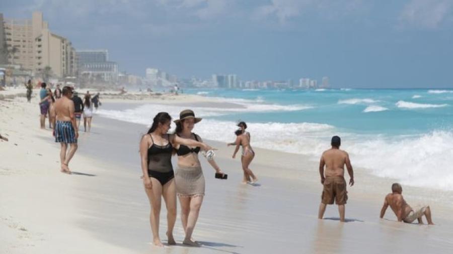 Advierte gobernador de Quintana Roo riesgo de volver al confinamiento tras aumento de casos