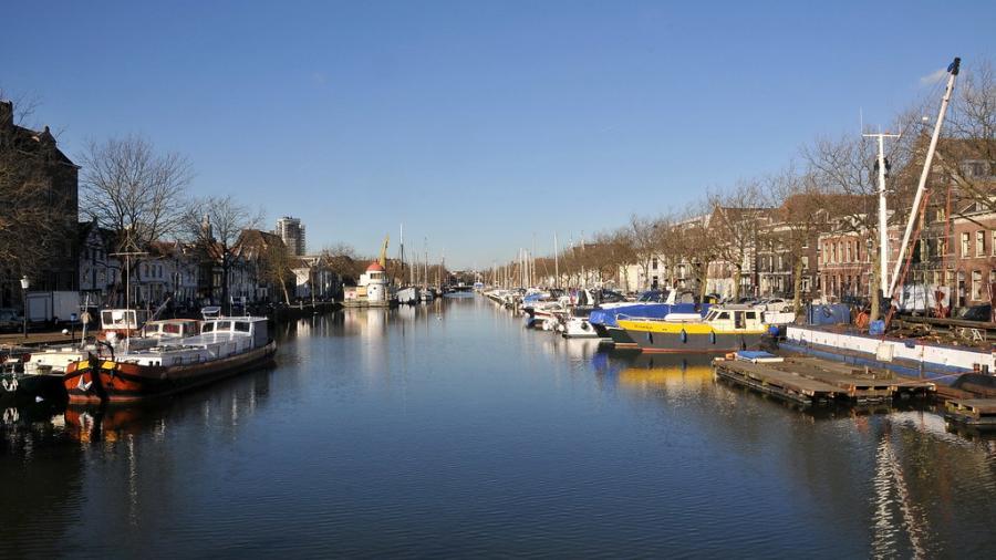 Encuentran en Holanda a 25 personas ocultas en un contenedor frigorífico