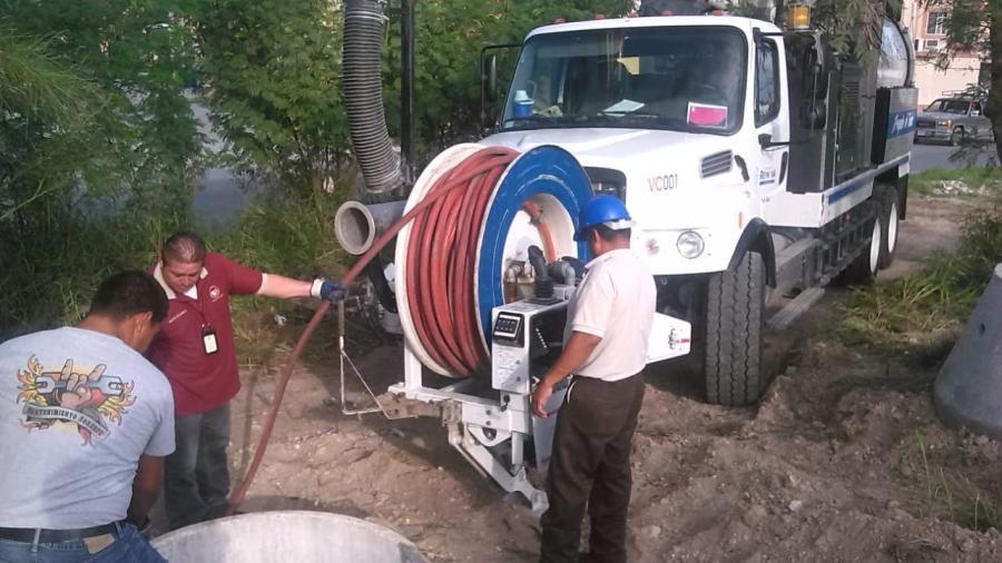 Avanza COMAPA con sondeo y limpieza en drenajes de Reynosa