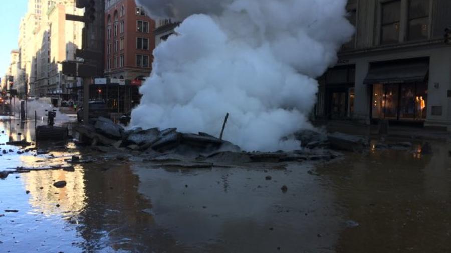 Explosión de una tubería de vapor sorprende a Manhattan