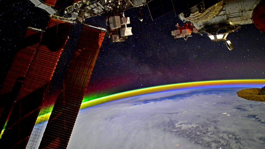 Astronauta fotografía arcoíris desde el espacio