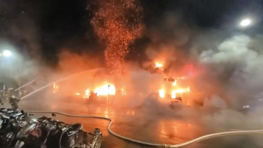 Incendio en edificio de Taiwán deja 46 muertos y decenas de heridos