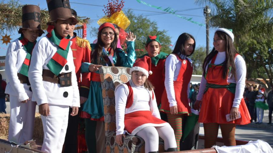 Exitoso Desfile Navideño en Santa Apolonia