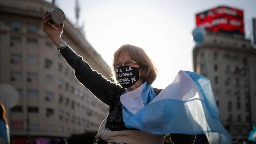 Argentinos protestas contra el gobierno y la cuarentena