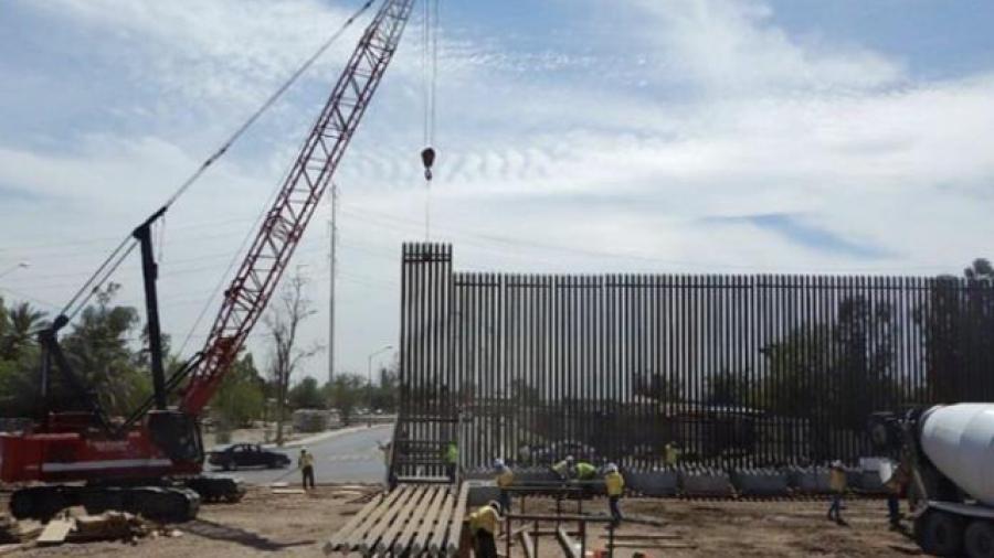 Detienen la construcción del muro en frontera de Laredo, Texas.