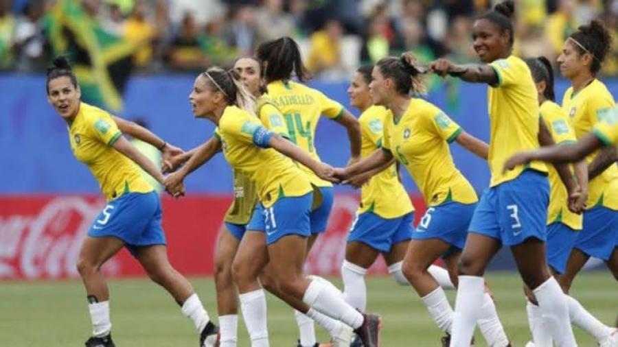 Policía dispara a futbolista en plena cancha en Brasil