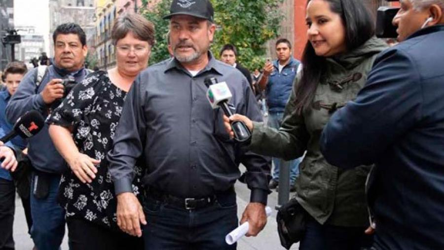 """""""Estamos dispuesto a esperarlo"""" dice LeBarón tras reunión con AMLO"""