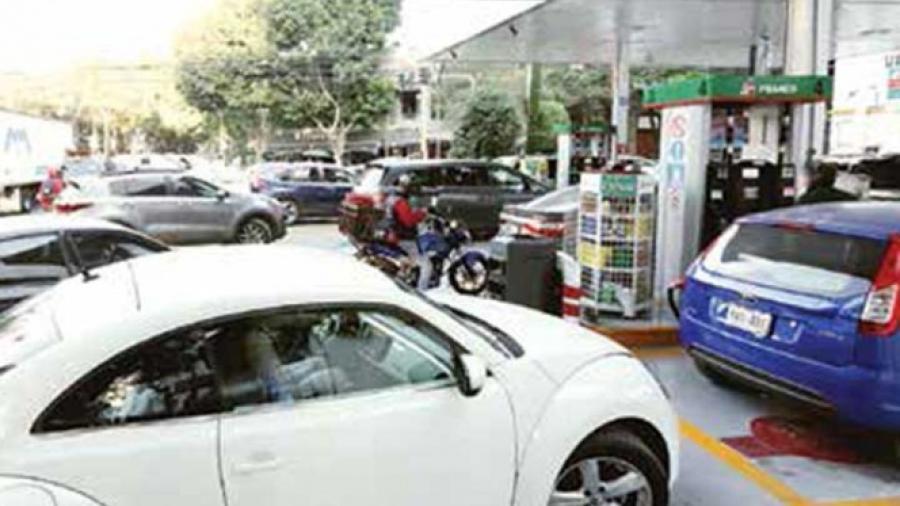Por desabasto venden litro de gasolina hasta en 42.5 pesos