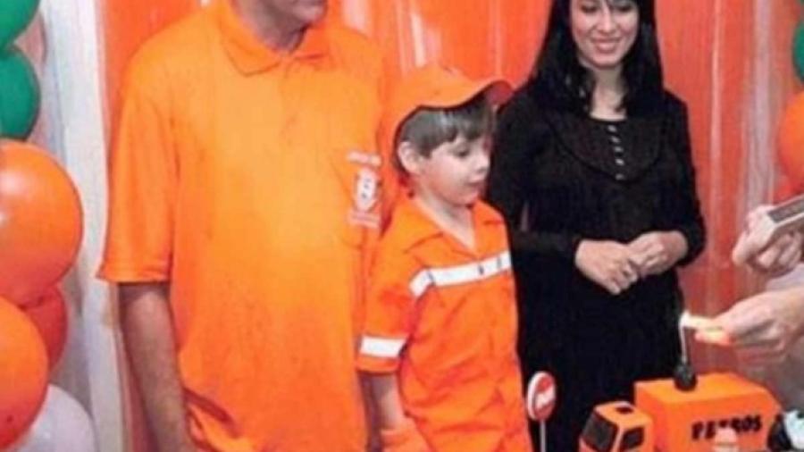 Niño se viste como basurero en su cumpleaños en honor a su papá