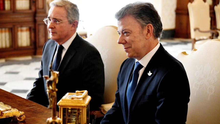 Uribe pide investigar campaña de Santos por caso de corrupción