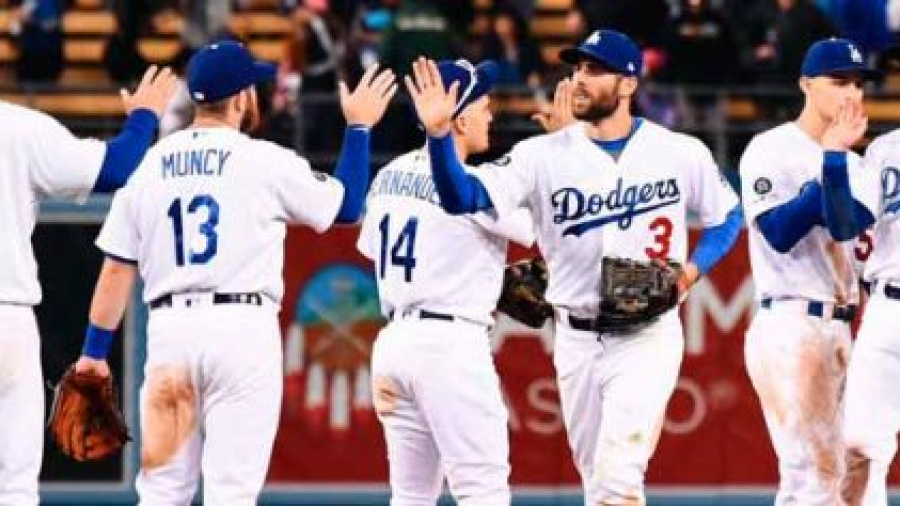 Mexicano contribuye en el triunfo de los Dodgers