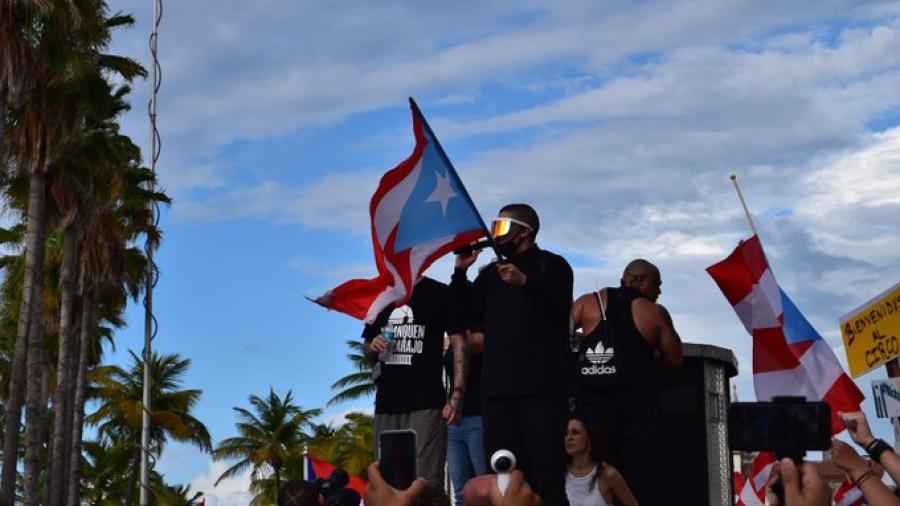 Así se está viviendo la protesta en Puerto Rico encabezada por Bad Bunny y Residente