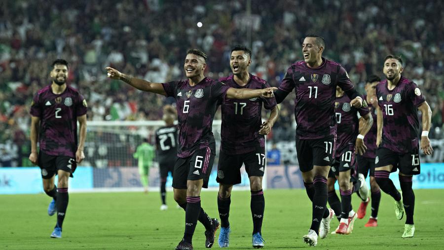México golea y avanza a la semifinal de la Copa Oro 2021