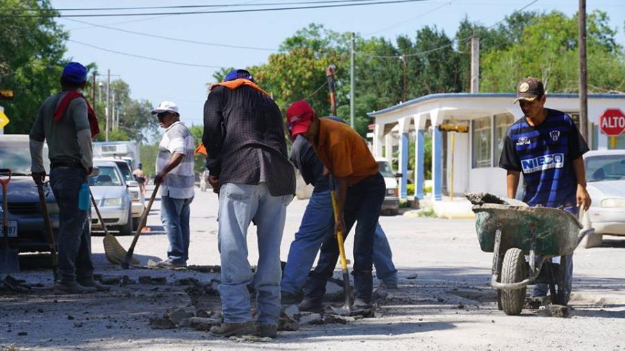 Labores de bacheo en Villa de Nuevo Progreso