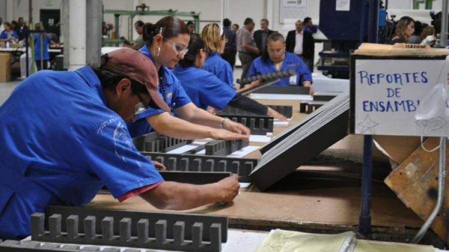 Cierre de año sin crecimiento pero con recuperación de empleos: CANACINTRA
