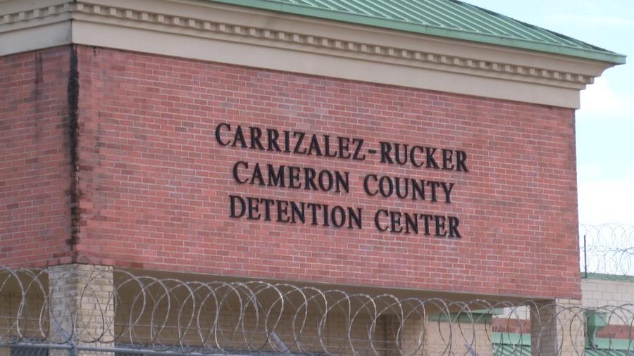 Arrestan a oficial del Condado Cameron por ingresar narcóticos en Centro de Detención