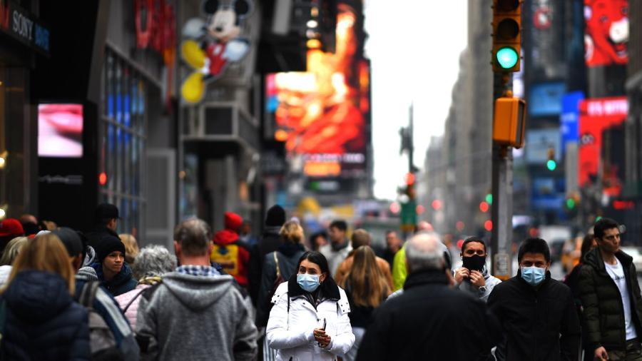 Nueva York ya no pedirá que personas vacunadas usen cubrebocas