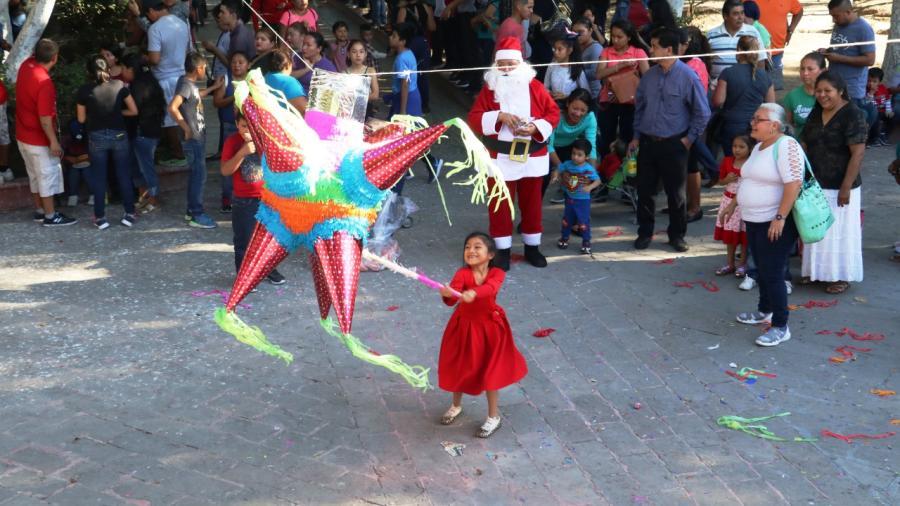 """Disfrutan más de 1500 niños Festival """"Amor a la Navidad"""""""