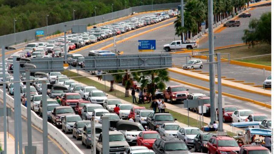 Hasta 4 horas de espera en puentes internacionales
