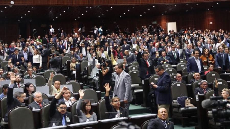 Diputados aprueban ley para bajar sueldos a servidores públicos