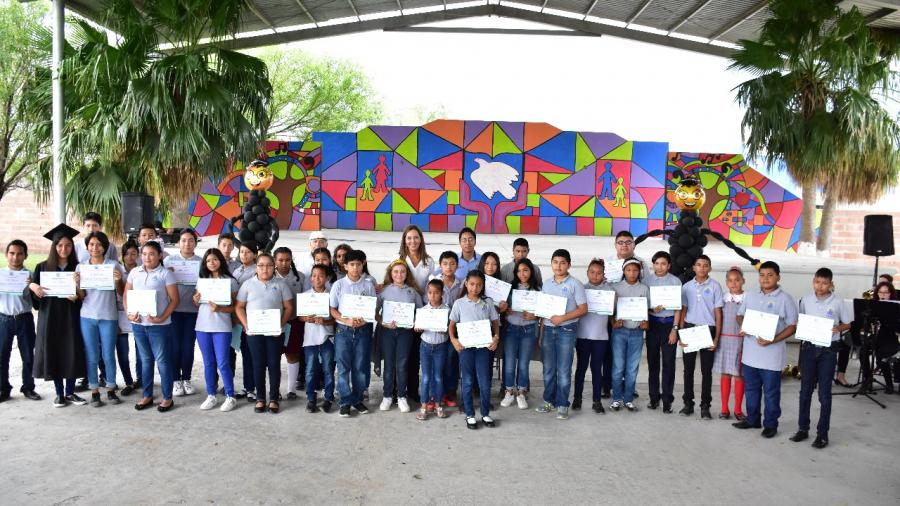 Niños Pannarti terminan primaria y secundaria