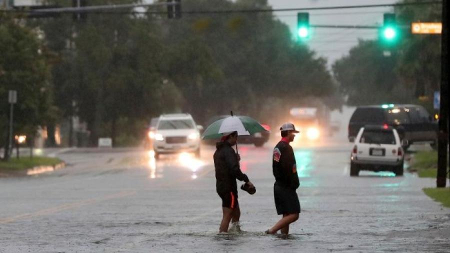 Greg Abbott declara zona de desastre en 13 localidades de Texas, tras el paso de Imelda