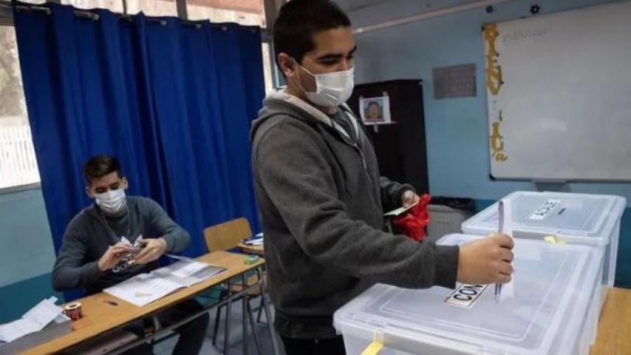 Cierra Chile primera jornada electoral para cambiar la Constitución