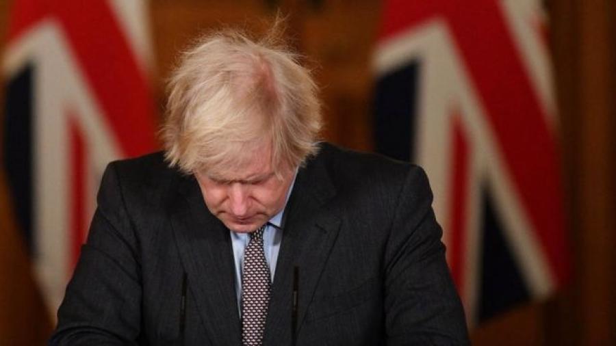 Boris Johnson se culpa por las 100 mil muertes en RU