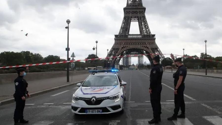 Cierran zona de la Torre Eiffel por amenaza de bomba