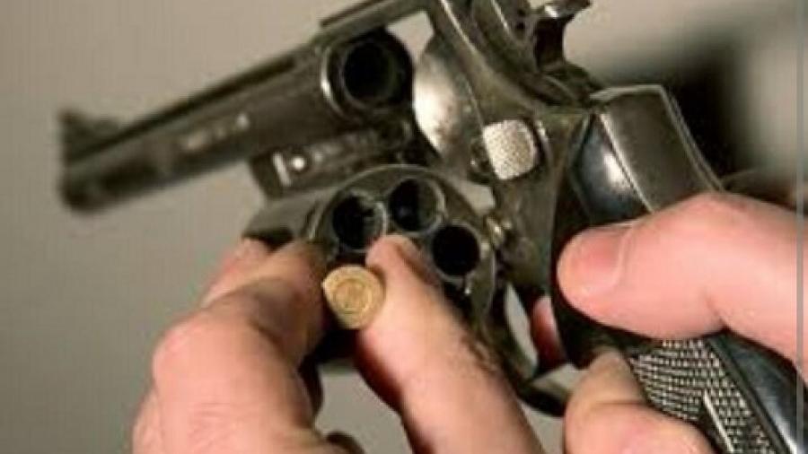 Arma de fuego se acciona y termina con su vida