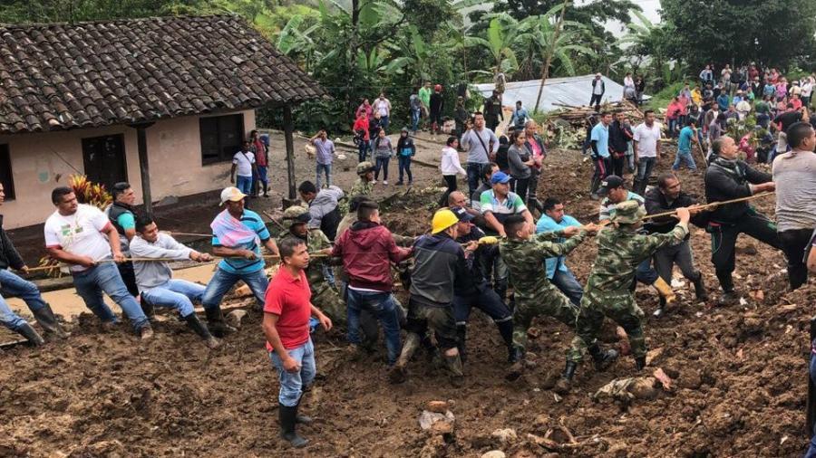 Sube a 17 el número de muertos por el deslizamiento de tierra en Rosas