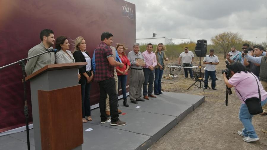 Alcalde Mario López hace entrega oficial de los primero lotes de la colonia STIRT