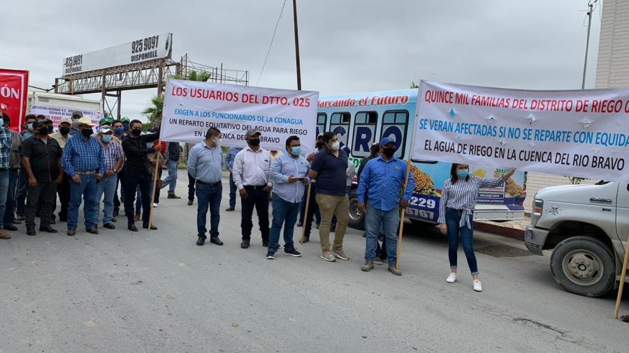 Integrantes del Distrito Riego de Río Bravo se manifiestan contra Conagua