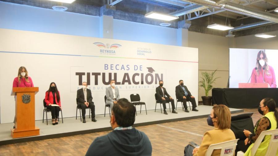 Costea Ayuntamiento más de 7 Mil Títulos Profesionales a jóvenes reynosenses