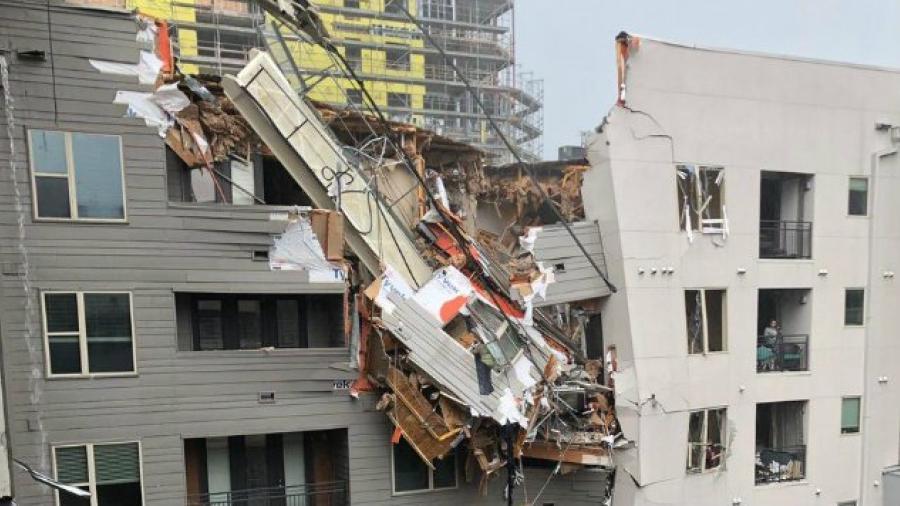 Deja un muerto tras caída de una grúa sobre edificio en Dallas