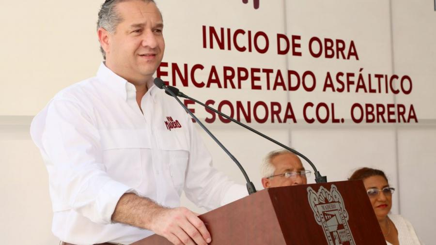 Seguimos trabajando para dar calles dignas a los maderenses: Adrián Oseguera