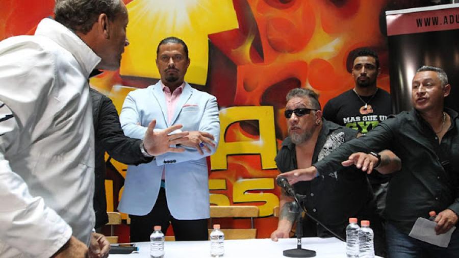 Alfredo Adame y Carlos Trejo 'se calientan' durante conferencia de prensa