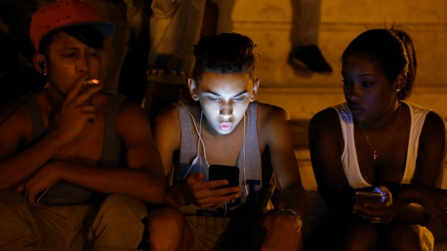 17 años tarde, pero por fin llega el internet móvil a Cuba