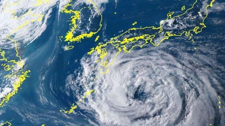 Tifón Krosa toca tierra en el oeste de Japón