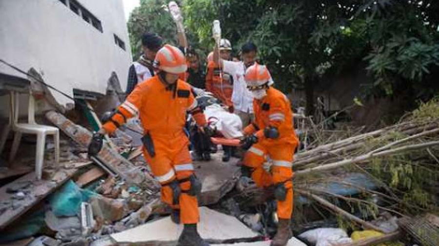 Sube a mil 203 cifra de muertos por sismo y tsunami en Indonesia