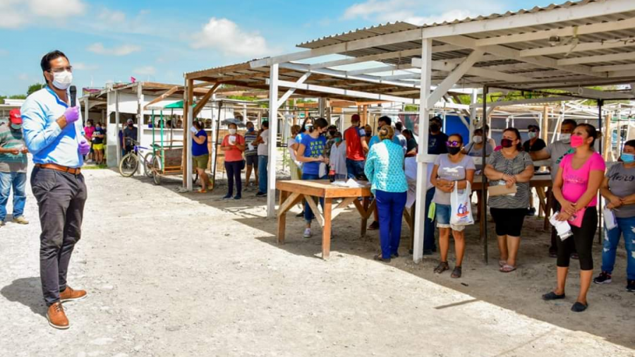Voluntariado DIF Reynosa continúa llevando apoyo alimentario a locatarios de los diferentes tianguis de Reynosa