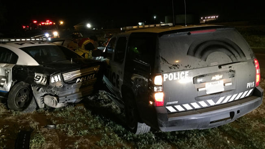 Chocan 2 patrullas durante persecución en en Palmview